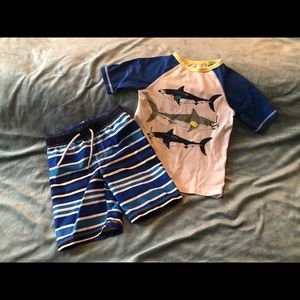 a5df05d8ac Old Navy - Boys swimsuit and rash guard set